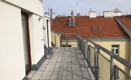 Dvoupodlažní půdní byt, 4+1, 5. NP, 110.0 m<sup>2</sup>